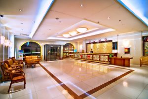 Вестибюль Экстерьер отель Омак Бэйдайхэ (Китай)