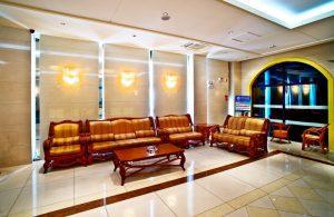 Холл отеля Экстерьер отеля Омак Бэйдайхэ в Китае