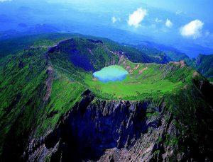 Озеро в горах остров Чеджу (Корея)