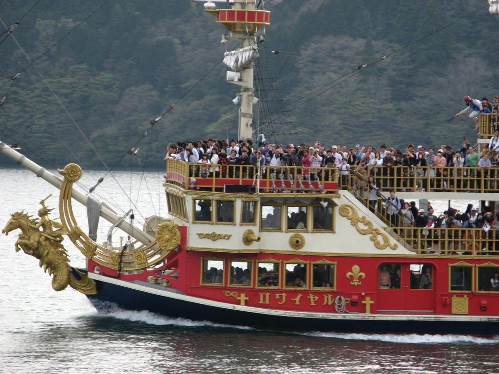 Пиратский кораблик в Хаконэ